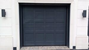Silvelox bespoke garage door detail - Anthracite grey Duo model