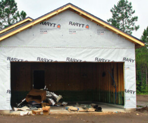 Garage with exterior insulation