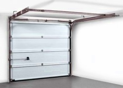 Retractable garage door